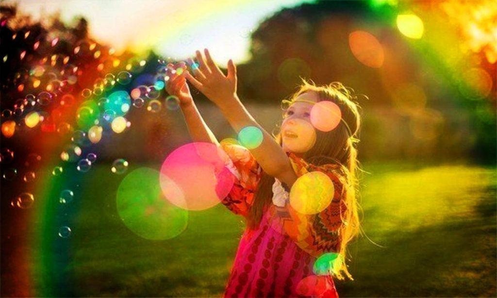 Дети, не обремененные тяготами взрослой жизни, способны мечтать дни напролет.